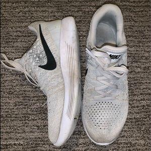 Womens Nike Tennis Shoe Gray Size 7.5